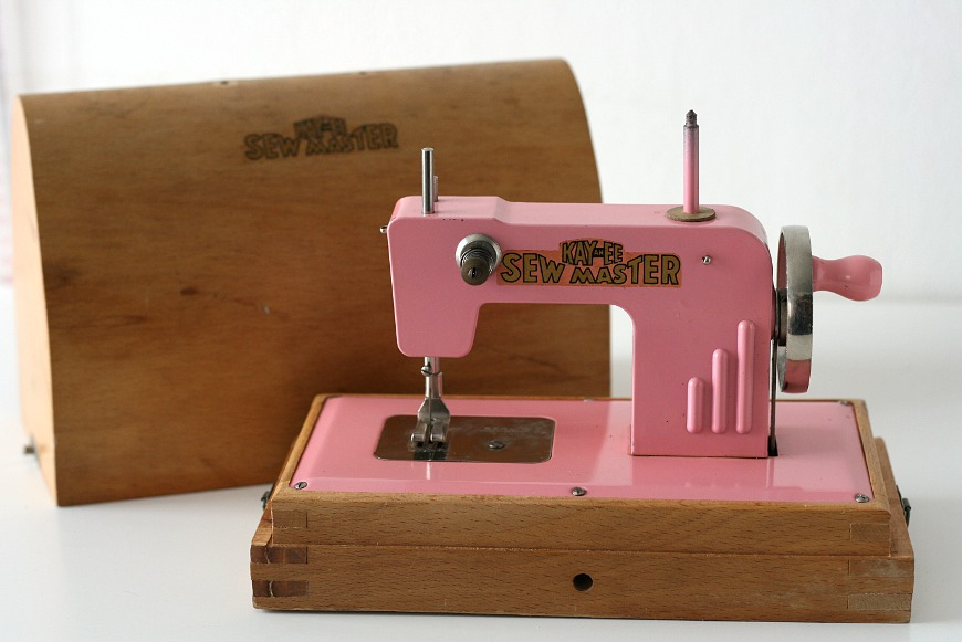vintage toy sewing machine couturestuff. Black Bedroom Furniture Sets. Home Design Ideas